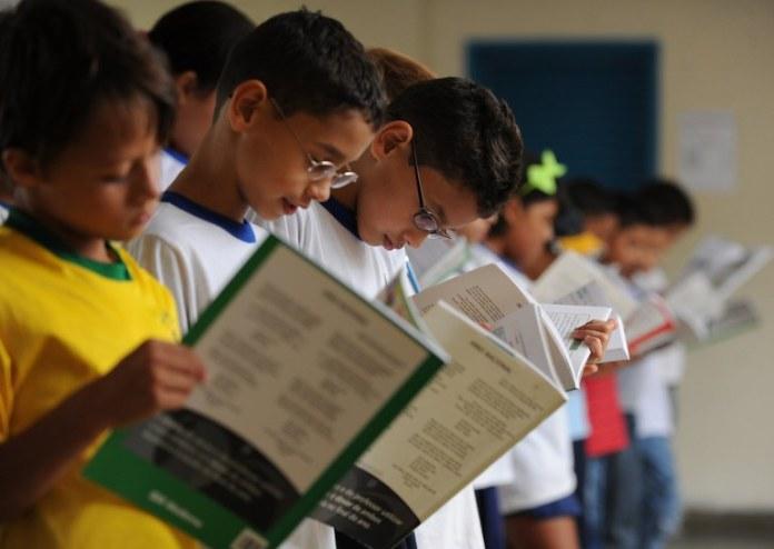 Programa investe na formação de professores para reforçar a alfabetização no país