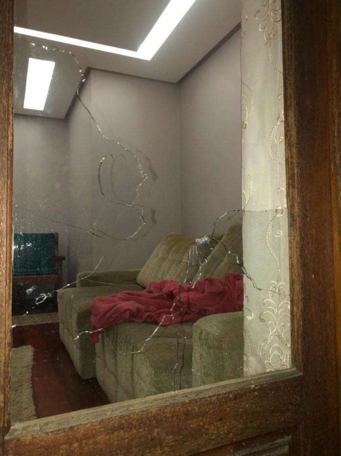 Casa de advogada é atingida por tiros no ES — Foto: Rede social