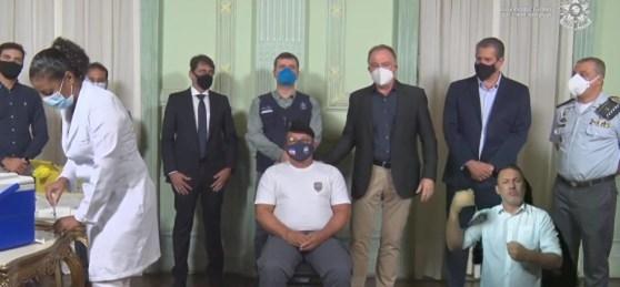 Cerimônia de início da vacinação das forças de segurança foi transmitida nas redes sociais do Governo do ES — Foto: Reprodução/YouTube