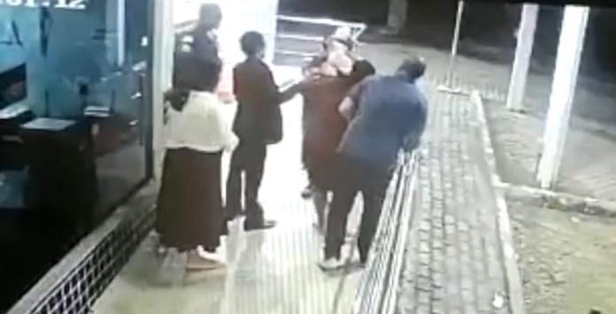 Recém-nascido engasga e pais pedem ajuda em posto policial da Rodovia do Sol, no ES