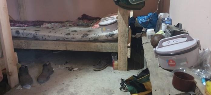 Trabalhadores que viviam em condições análogas à escravidão foram colocados em alojamentos em fazenda em Vila Valério — Foto: Gabriela Fardin/ TV Gazeta