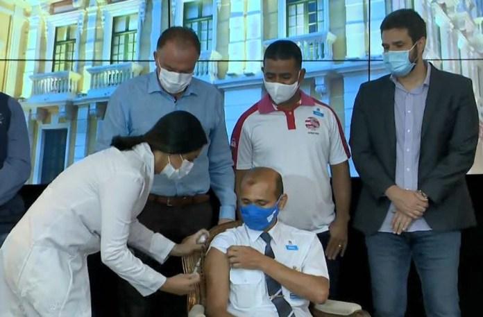 Governo do ES inicia vacinação de rodoviários