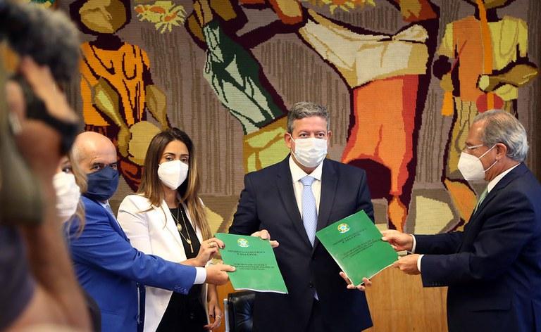 Governo entrega 2ª fase da Reforma Tributária ao Congresso Nacional