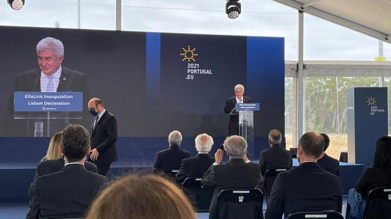Cabo submarino de fibra óptica Brasil-Europa é inaugurado em Portugal