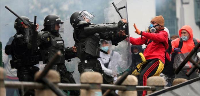 Governo de extrema direita da Colômbia reprime manifestações populares