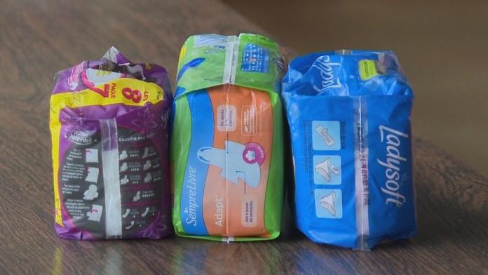 No Brasil, 713 mil meninas vivam sem acesso a banheiro ou chuveiro em casa e mais de 4 milhões não têm acesso a itens mínimos de cuidados menstruais — Foto: Reprodução/TV Globo