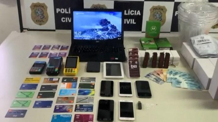 Cartões em nome de terceiros são apreendidos em casa de comerciante, no ES — Foto: Divulgação/ PCES
