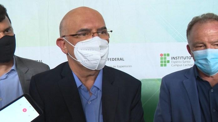 Ministro da Educação, Milton Ribeiro, em visita ao Espírito Santo — Foto: Reprodução/ TV Gazeta