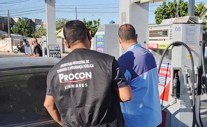 Operação para apurar fraudes em postos de combustíveis aconteceu em municípios do ES — Foto: Reprodução/ TV Gazeta