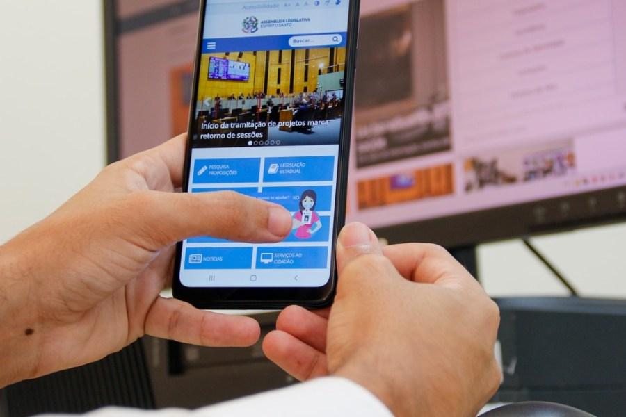 Alesinha, assistente virtual da Ales realiza, em média, 3 mil atendimento por mês — Foto: Leonardo Duarte/Ales