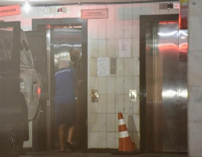 Marcos Venicio Andrade, assassino confesso do ex-governador Gerson Camata, chegando para o julgamento — Foto: Carlos Alberto Silva/Rede Gazeta