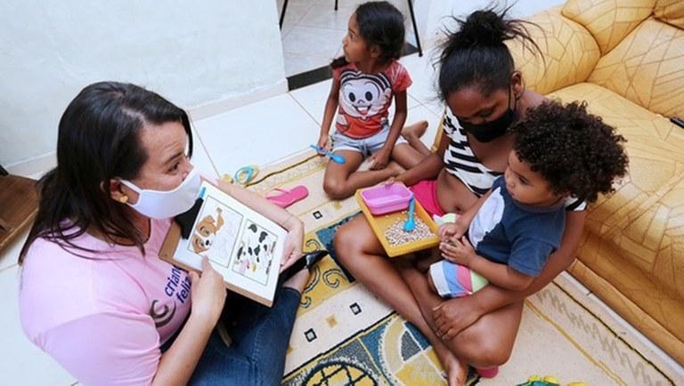 Programa Criança Feliz atinge marca de mais de 50 milhões de visitas domiciliares
