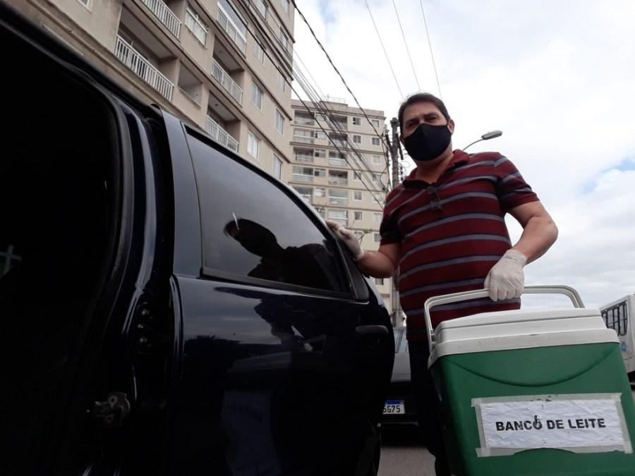 Sargento Rodrigues do banco de leite do HPM faz a coleta domiciliar de leite materno em toda a Grande Vitória — Foto: Arquivo pessoal