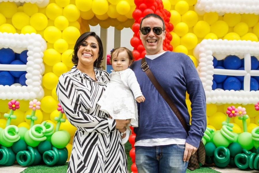 Dudu Braga com a mulher e a filha — Foto: Celso Tavares / G1