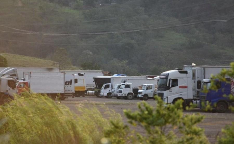 Protesto de caminhoneiros na BR-262, em Viana — Foto: Fernando Madeira/Rede Gazeta