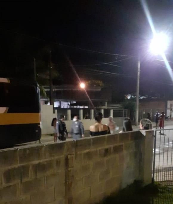 Moradores acionaram Conselho Tutelar e a PM depois que jovem sequestrou criança e levou para Fundão — Foto: Reprodução