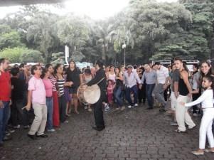 Show com dabke promovido pela BibliASPA na Avenida Paulsita no Masp