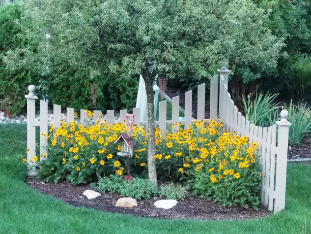 12 Corner Fence Decorations That Will Draw Everyones Attention