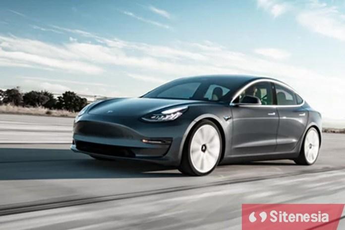 Gambar Tesla Electric Car Mobil Listrik Tesla Yang Meledak Karena Menabrak Truk Derek
