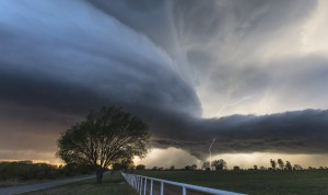 A supercell storm, known to produce violent tornadoes, forms in Courtney, Oklahoma in April 2014. A new study shows that peak tornado activity is occurring nearly two weeks earlier in Oklahoma, Kansas, and northern Texas, according to a new study published in Geophysical Research Letters. Credit: Kelly DeLay/Flickr