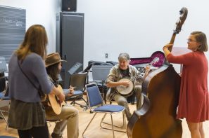 Students pictured with Fleck are, from left to right: Gabriella Magnani on mandolin, Garrett Blackwell on guitar and Ali McGarigal on upright bass. Photo by Andy Colwell for Colorado College