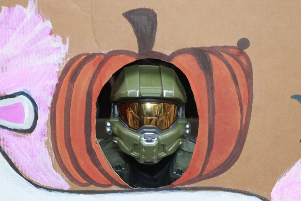 Master Chief costume in a pumpkin head