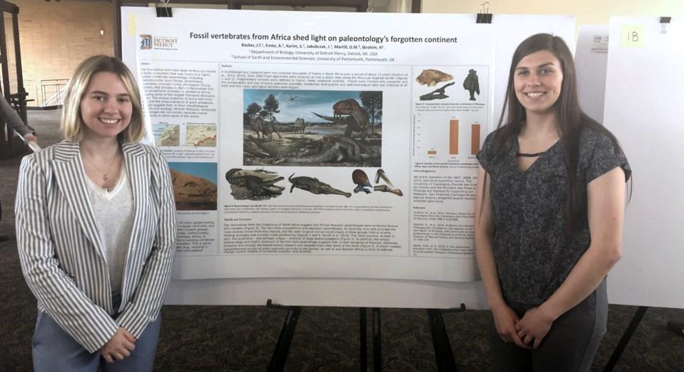 Juliana Jakubczak, left, with classmate presenting research.