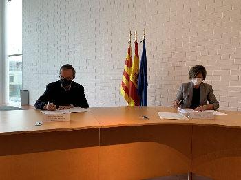 Cuadro de texto: El presidente del Instituto de Robótica para la Dependencia, Julio Molinario y la alcaldesa, Abigail Garrido.