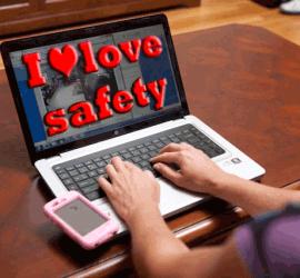 ragazza digita sul computer le parole i love safety