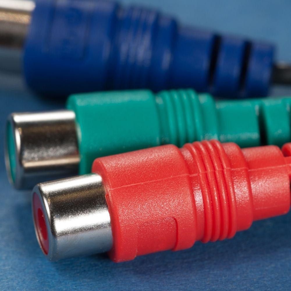 A short 3.55 mm RAC audio cable