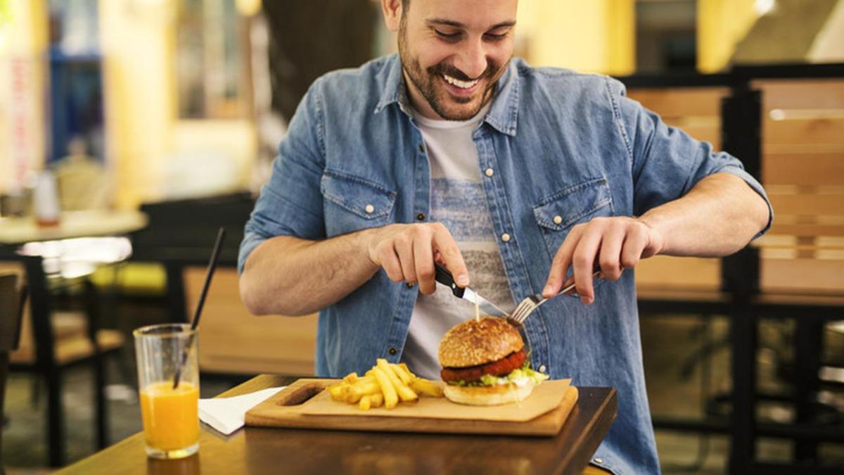 Ada Beberapa Alasan Jika Seseorang Makan Terburu-buru Dikabarkan Akan Sangat Cepat Membuat Berat Badan Meningkat Cepat