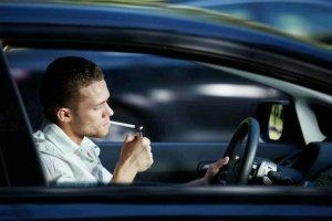 Simak Ini Cara Ampuh Menghilangkan Bau Asap Rokok di Dalam Mobil