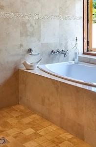 Hoher Rand einer Badewanne