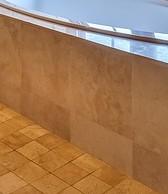 Eine Tür zum Einstieg wäre bei dieser Badewanne vorteilhaft für Senioren