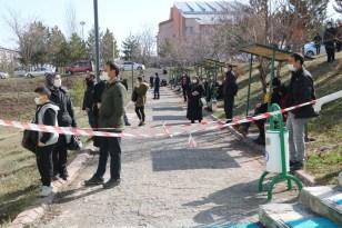 Sivas'ta MSÜ sınavı heyecanı yaşandı, kimliğini düşüren adayın imdadına polis yetişti