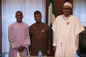 L-R: Rev Father Mbaka, VP Yemi Osinbajo and President Mohammadu Buhari circa 2016 (Presidency)