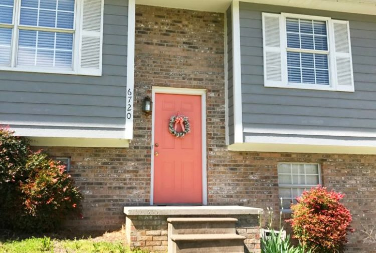 5 Simple Steps to a Front Door Makeover! | DIY Home | Home Makeover | DIY Home Decor on a Budget | House Makeover Exterior | DIY Home Ideas Project | Front Door Ideas | Behr Paint Colors | Front Door Colors | Home Improvement | Curb Appeal | By simply giving your front door a makeover, you'll take your look from 'blah' to stunning, fresh & beautiful!! Check out these 5 simple steps on www.sixcleversisters.com!