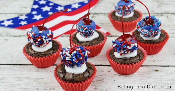 Patriotic Cupcakes | Memorial Day | Picnic Ideas | Red White Blue | Summer Desserts | & Patriotic Cupcake Memorial Day Roundup - Six Clever Sisters