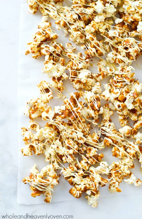 12 Holiday Recipes | Popcorn Recipes | Holiday Recipes | Popcorn Recipes Sweet | Foods for Gifts | Popcorn Recipes Sweet | Foods for Gift Giving | Homemade Food Gifts | Homemade Food Gifts Easy | Recipes for Popcorn | You'll love these fun popcorn recipes on Six Clever Sisters. These make great foods for gifting this holiday season!