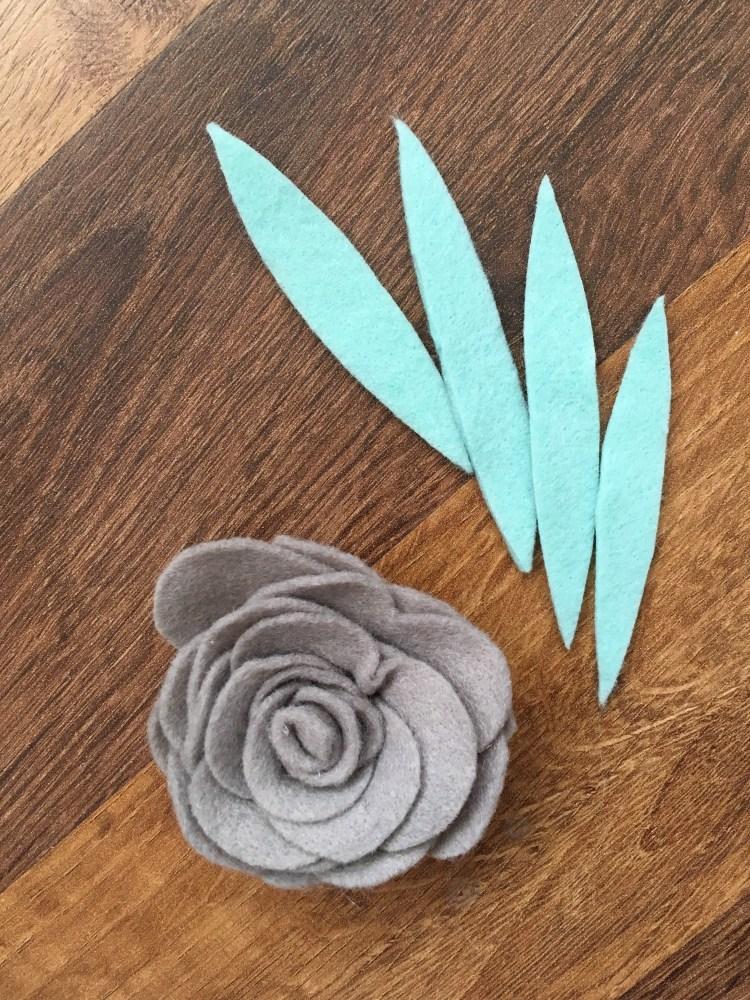 Felt Flower Tutorial | Felt Chrysanthemum | Felt Pom Pom Flower | Felt Snipped Flower | Felt Wreath | Spring Wreath | Flower Wreath Ideas | Spring Ideas | Spring DIY Decor | DIY Home Decor | Vintage Metal Home Decor
