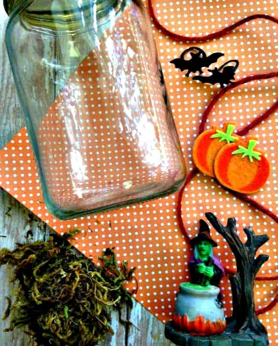 Who says Halloween crafts have to be complicated? This easy mason jar Halloween decor craft is super easy, super spooky and budget friendly too! Your kids will love helping and you'll love how it looks in your home!