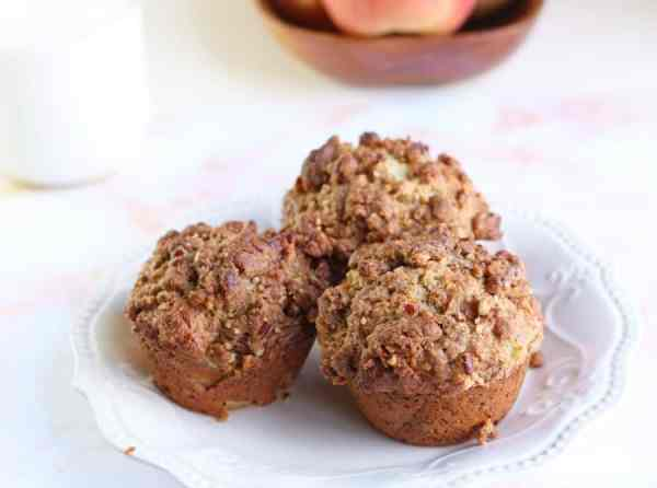 Apple Cinnamon Muffin Recipe - Bring a taste of fall to your table with these amazing apple cinnamon muffins! They're moist, perfectly sweetened and topped with our delicious pecan crunch topping recipe!