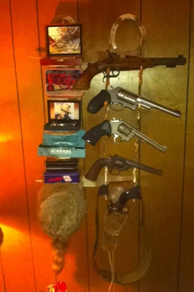 Horseshoe Gun Rack