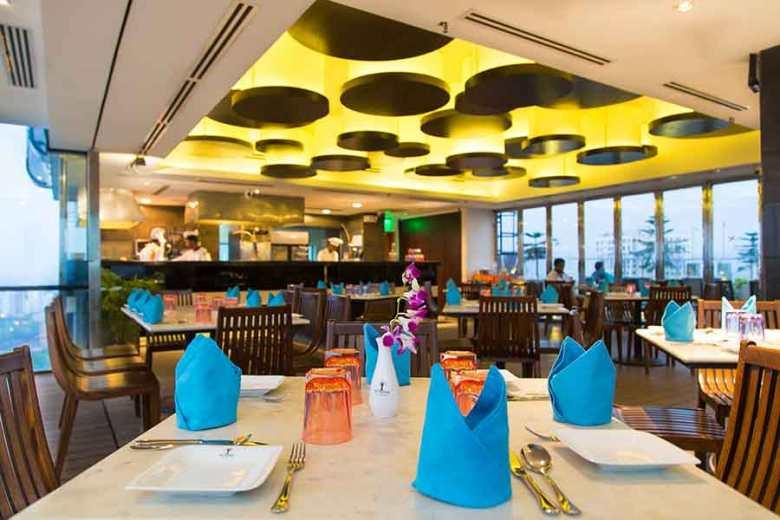 sixseasonshotel-sky-pool-restaurant