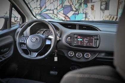 2015 Toyota Yaris SE_15
