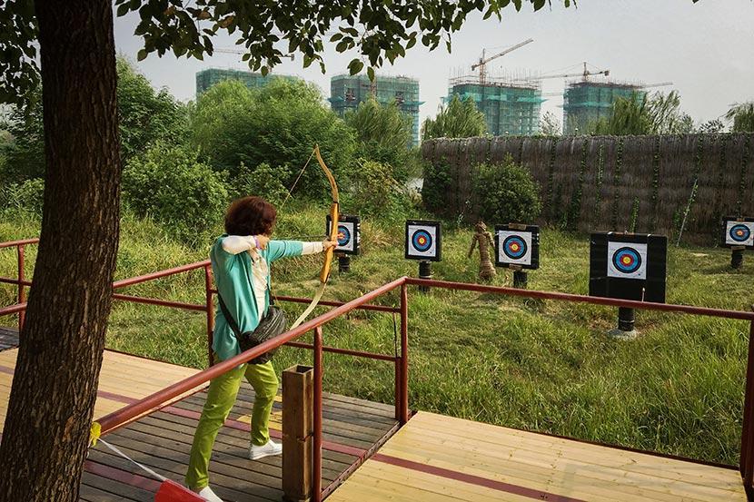 Xie Wenying practices archery at Tianle Lake Resort in Yangzhou, Jiangsu province, Sept. 23, 2016. Fan Yiying/Sixth Tone