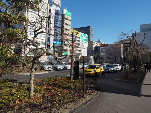 仙台駅東口の一般車両乗降場の風景