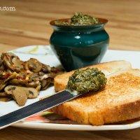 Pesto and Chilli Mushrooms