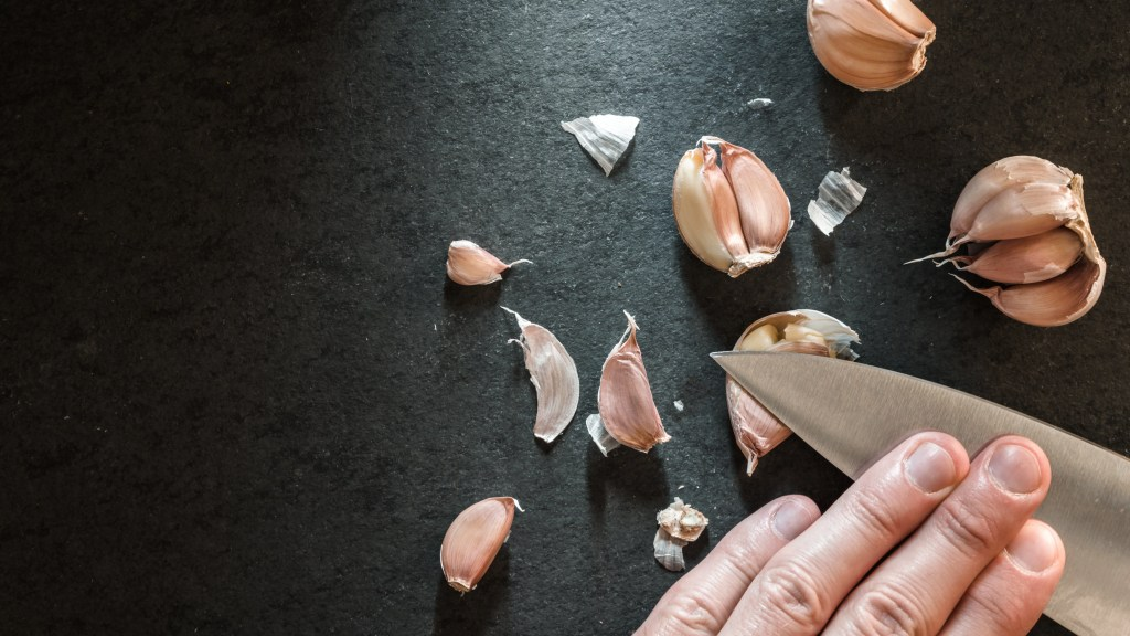The Easiest Way to Peel Garlic peeling the garlic with a knife PJ4XPTB 2