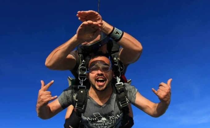 20 Awesome Skydiving Pictures
